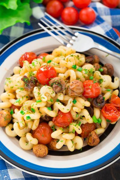 Stock fotó: Tészta · pörkölt · gombák · koktélparadicsom · tányér · étel