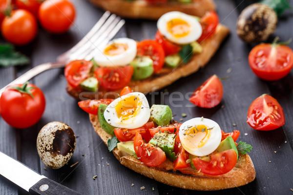 Bruschetta tomaat avocado ei houten tafel Rood Stockfoto © vankad