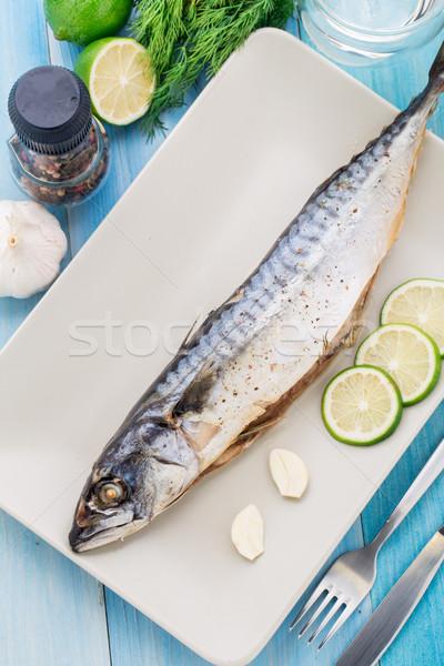 Gebakken makreel plaat kalk knoflook vis Stockfoto © vankad