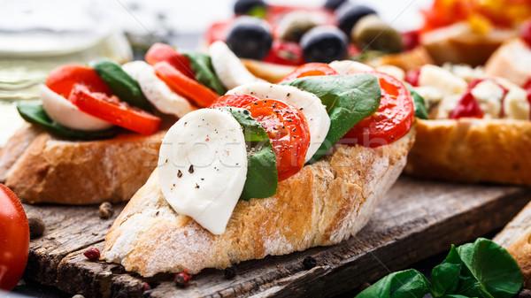 Bruschetta tomates mozzarella basilic italien fromages Photo stock © vankad