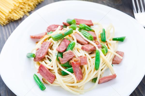 Tészta sonka zöldbab tányér zöld vacsora Stock fotó © vankad