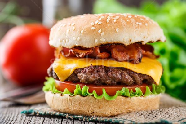 Domuz pastırması Burger sığır eti ızgara peynir taze Stok fotoğraf © vankad