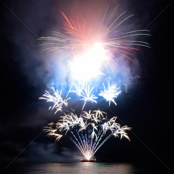 Coloré feux d'artifice noir ciel eau feu Photo stock © vapi