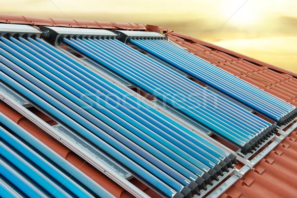 Vuoto solare acqua riscaldamento rosso tetto Foto d'archivio © vapi