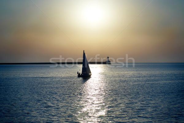 Velejar barco pôr do sol mar azul marinha Foto stock © vapi