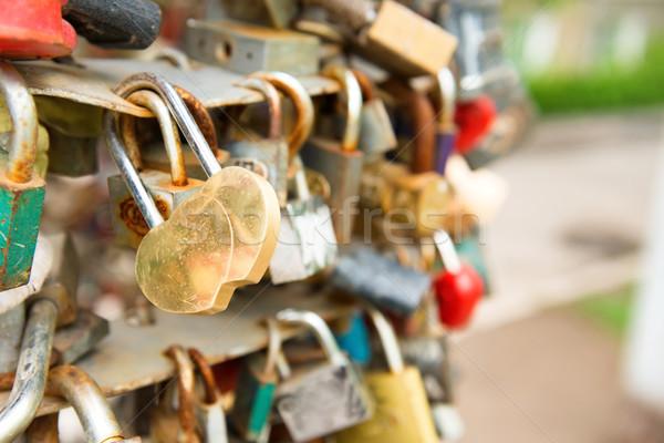 Miłości złoty romans blokady kształt serca most Zdjęcia stock © vapi