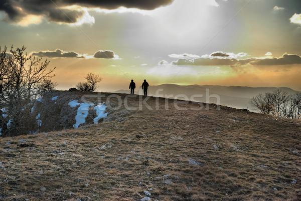 Couple colline coucher du soleil paysage nuages ciel Photo stock © vapi