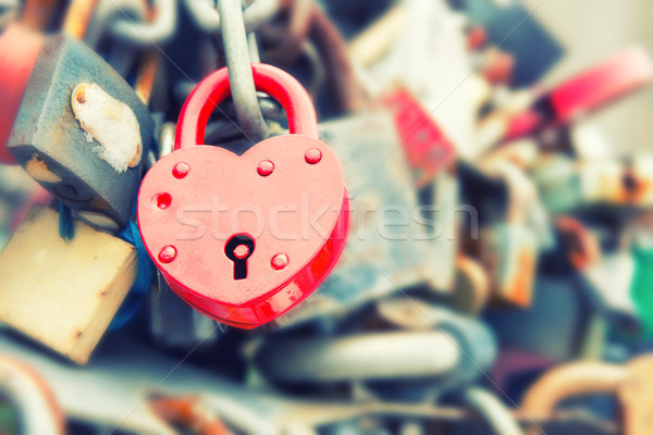 Amour rouge Romance lock pont instagram Photo stock © vapi