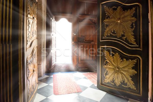 Foto stock: Luz · edad · puerta · interior