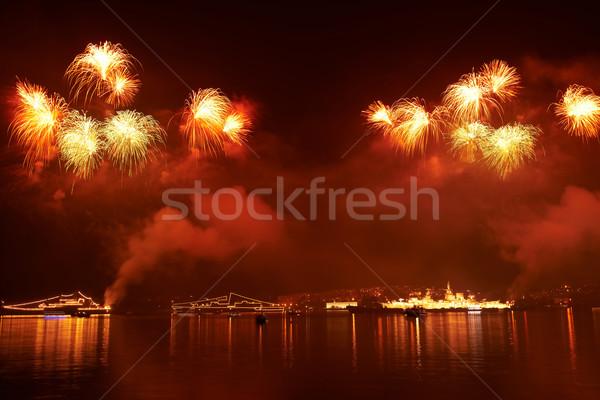 Colorido fogos de artifício vermelho preto céu feliz Foto stock © vapi
