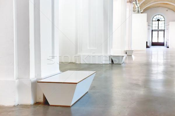 скамейке белый музее зале колонн фон Сток-фото © vapi