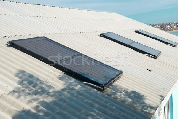 Solaire eau chauffage maison toit ciel Photo stock © vapi