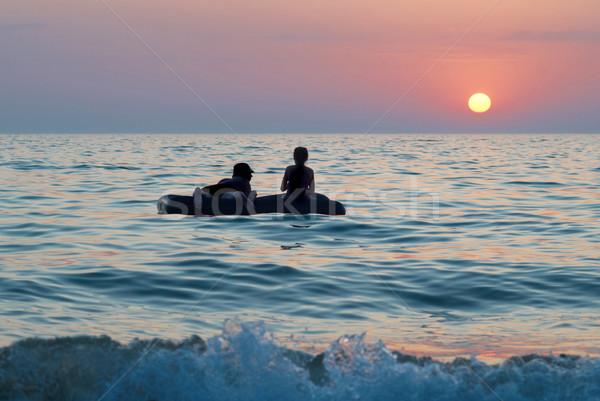 Mensen vlot vrouw hemel familie zon Stockfoto © vapi