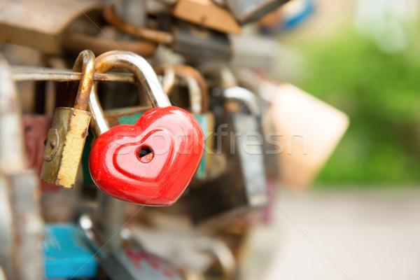 Zdjęcia stock: Miłości · czerwony · romans · blokady · kształt · serca · most