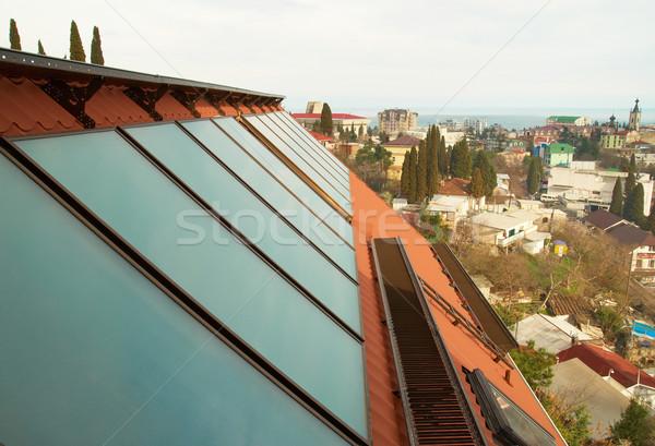 Solar água aquecimento vermelho casa telhado Foto stock © vapi