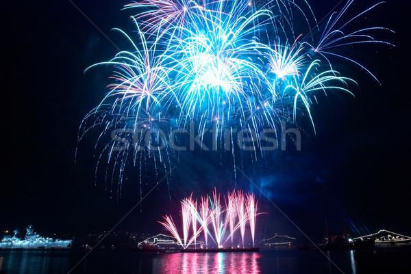 Gyönyörű tűzijáték fekete égbolt tűz boldog Stock fotó © vapi