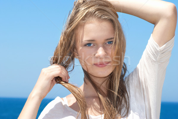 Csinos szőke lány kint gyönyörű hosszú haj Stock fotó © vapi