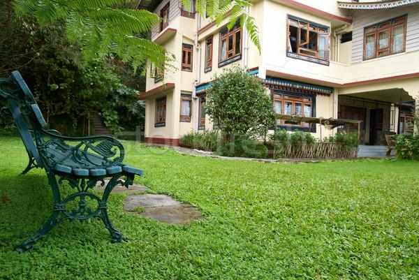 Comfortabel hotel groene park tuin hemel Stockfoto © vapi