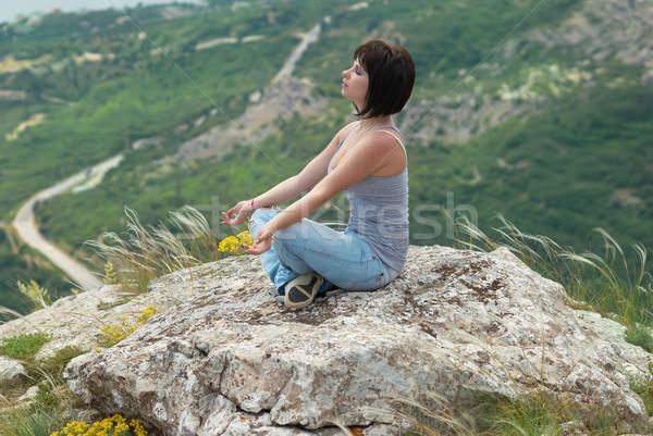 Femme méditation détente Rock fleur mains Photo stock © vapi