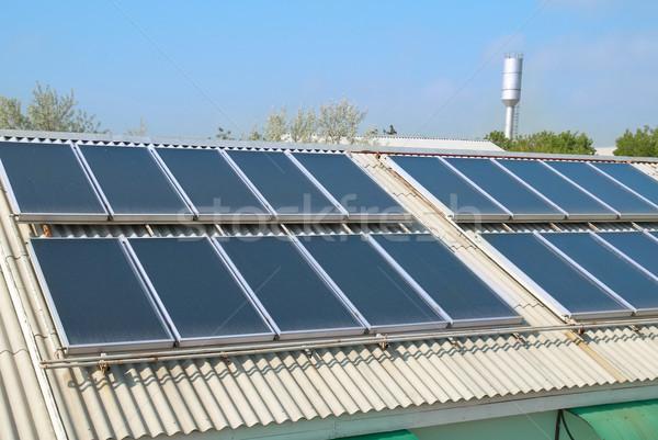 Sistema solar telhado solar água aquecimento vermelho Foto stock © vapi