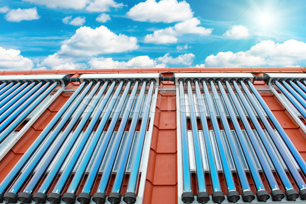 Vácuo solar água aquecimento vermelho telhado Foto stock © vapi