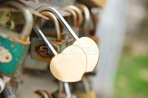 Zdjęcia stock: Miłości · złoty · romans · blokady · kształt · serca · most