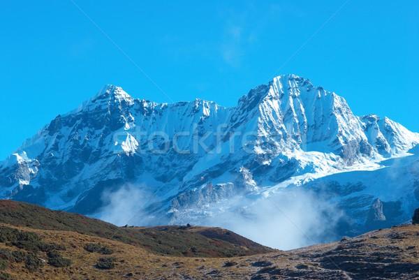 Magas hegyek fedett hó felső felhők Stock fotó © vapi