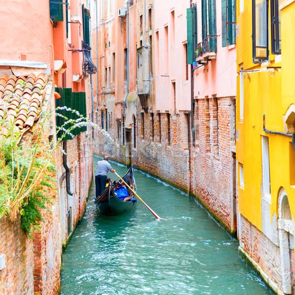 Kanal Venedik gondol İtalya ev adam Stok fotoğraf © vapi