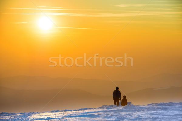 Stockfoto: Mensen · naar · zonsondergang · winter · bergen · gedekt