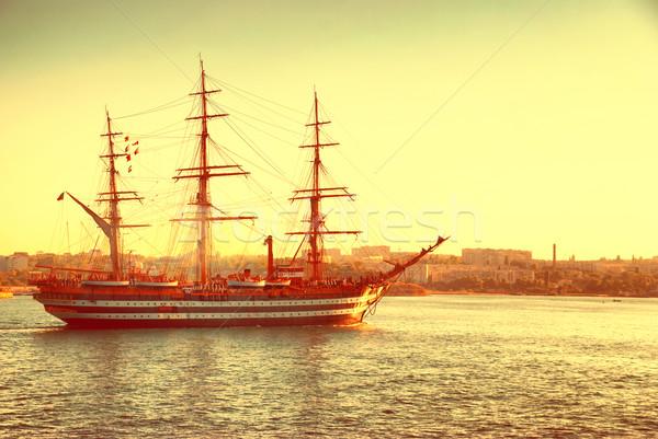 Vitorlázik gyönyörű hajó vitorlás kék tenger Stock fotó © vapi