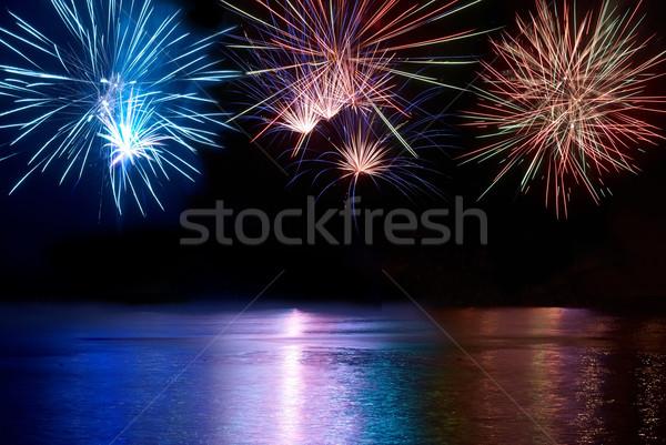 Coloré feux d'artifice bleu rouge blanche au-dessus Photo stock © vapi