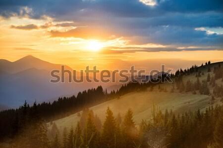 Gyönyörű naplemente hegyek drámai tájkép nap Stock fotó © vapi