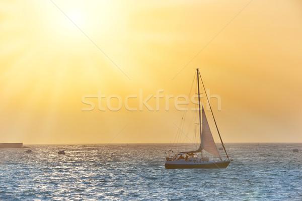 Zeil boot zee zonsondergang kleurrijk mariene Stockfoto © vapi
