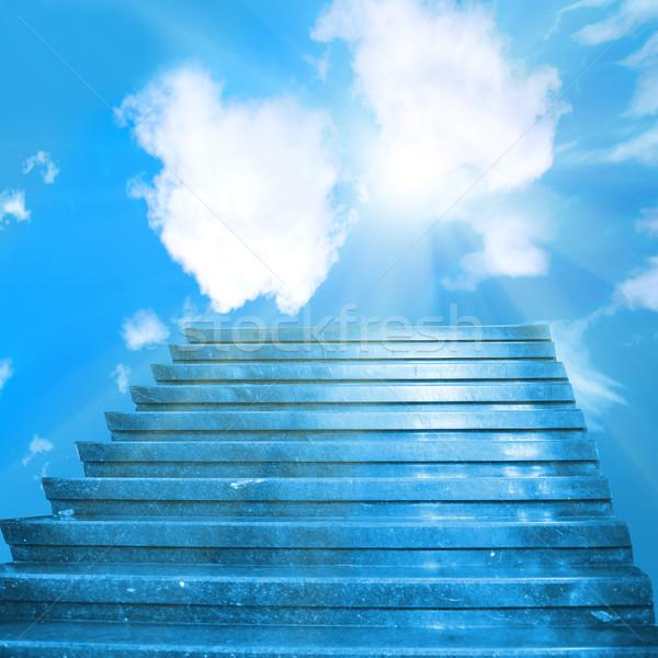 Lépcsőfeljáró menny lépcsősor nap kék ég felhők Stock fotó © vapi