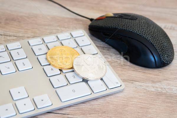 Dourado bitcoin teclado prata branco mouse de computador Foto stock © vapi