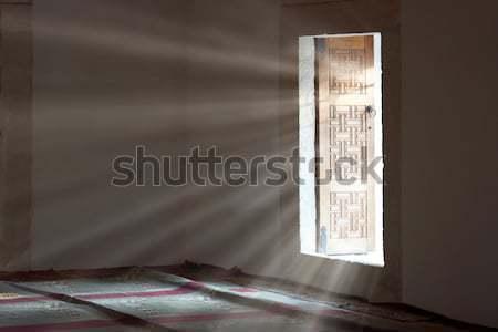 Licht Open deur donkere lege kamer abstract teken Stockfoto © vapi
