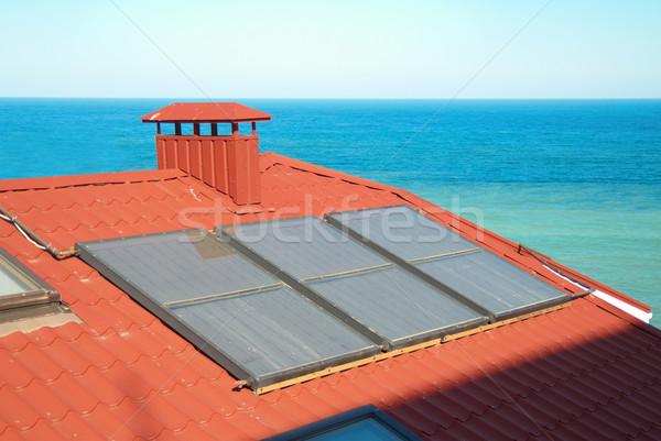 Zonnestelsel Rood huis dak business water Stockfoto © vapi