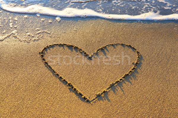 Coração areia areia da praia mar espuma Foto stock © vapi