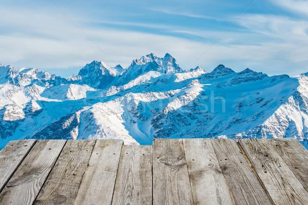 Widoku pusty drewniany stół zimą góry Zdjęcia stock © vapi
