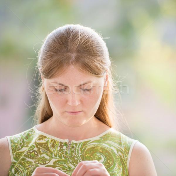 かなり 若い女性 赤 長髪 ソフト ぼかし ストックフォト © vapi