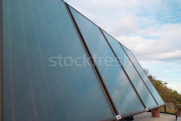 Solar água aquecimento casa telhado céu Foto stock © vapi