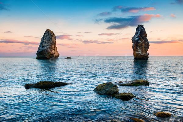 Coucher du soleil mer au-dessus grand roches paysage Photo stock © vapi