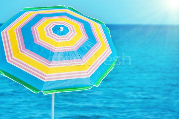 Foto stock: Colorido · guarda-chuva · praia · tropical · azul · mar · brilhante