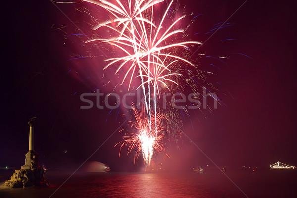 Feux d'artifice au-dessus ciel eau fête fond Photo stock © vapi
