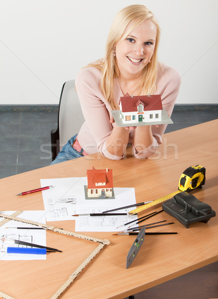 Stok fotoğraf: Kadın · mimar · çalışmak · tablo · genç · sarışın