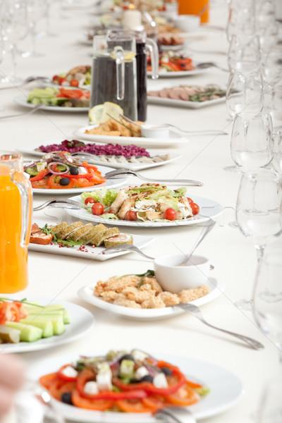 Hizmet restoran tablo uzun salata Stok fotoğraf © varlyte