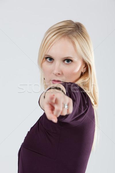 öfkeli kadın işaret kamera portre Stok fotoğraf © varlyte