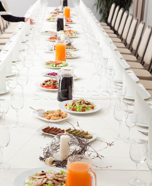 Hizmet restoran tablo uzun gıda Stok fotoğraf © varlyte
