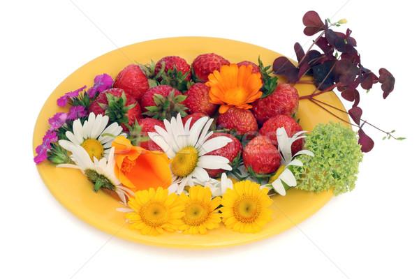 Eper virágok vadeper citromsárga tányérok izolált Stock fotó © vavlt