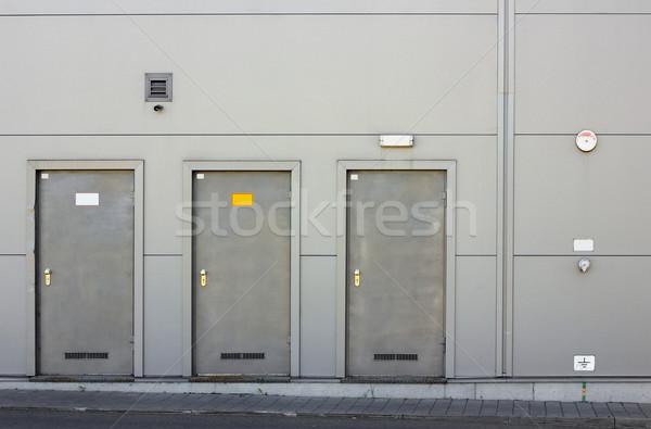 Tres armadura puertas gris metal pared Foto stock © vavlt